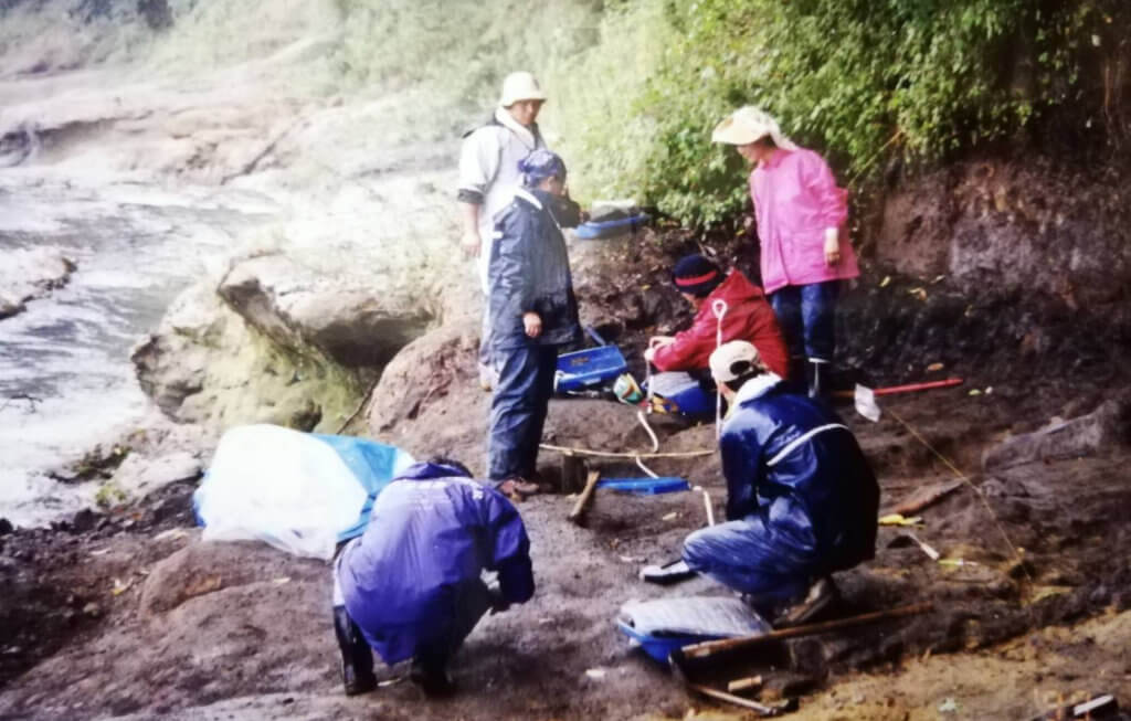 博物館勤務時代、九州の大分県安心院でゾウの化石を発掘 ー 糸田恵子さん提供