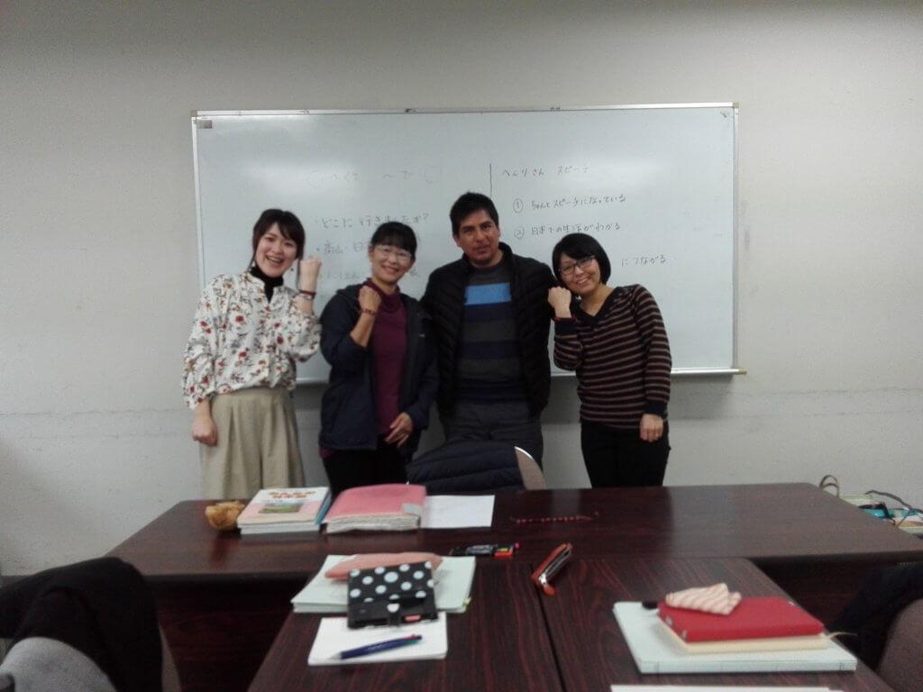 平成31年春、日本語教室最終回の記念写真 ー 糸田恵子さん提供